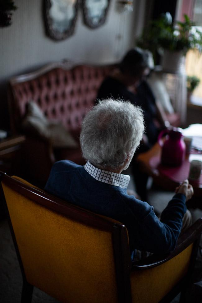 Kvinnen i 80-årene ble svært svekket i løpet av sommeren 2017, forteller to av barna hennes.